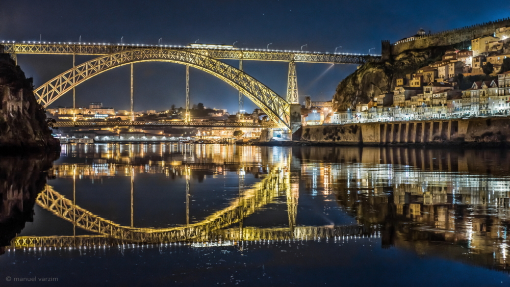 Porto at night - picture by Manuel Varzim